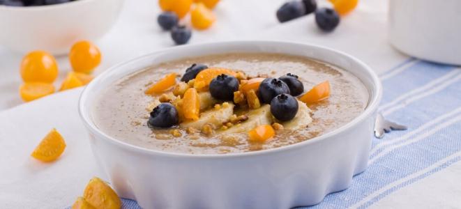 Завтрак из амаранта с грецкими орехами и медом